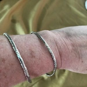 Jewelry - Set of two pure silver bangle bracelets